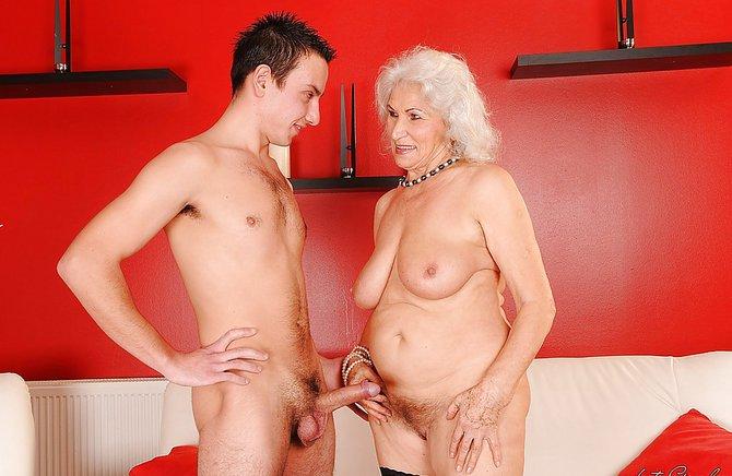 Бабушка с внуком порно он лайн