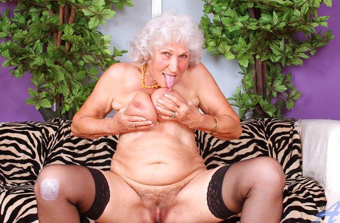фото старых бабушек с волосатыми письками
