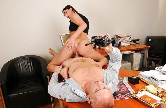 фотографии секса на столе у босса