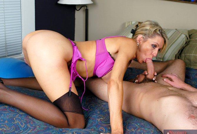 Секс с зрелой бухгалтершей