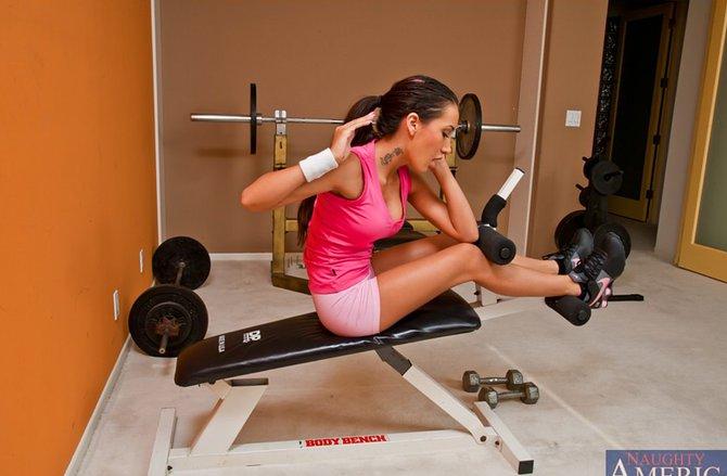 девушка инструктор по фитнесу познакомл