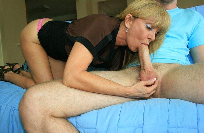 Мама пробует член сына порно