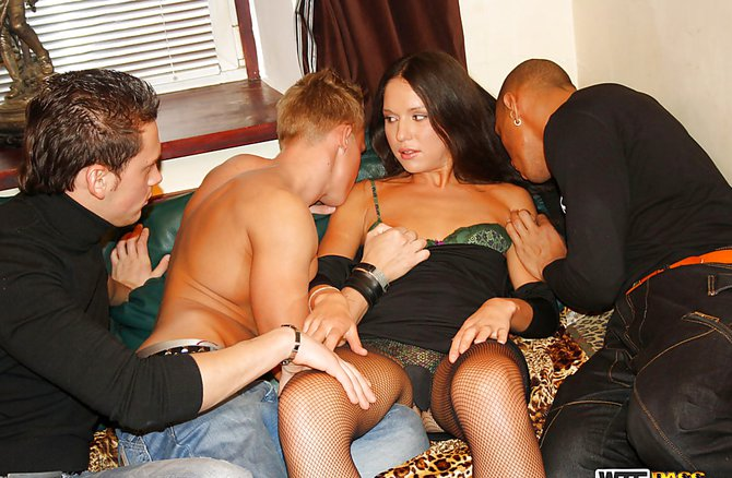 Порно видео сын с друзьями жстко выебали мать
