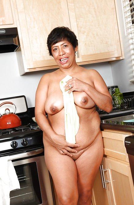 Голая Бабушка На Кухне