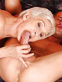 Молодой студент и прелестный секс с бабушкой
