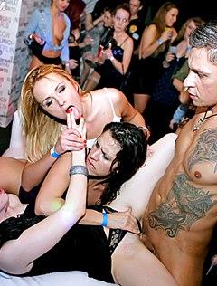 Отчаянные любовники и классная ебля в ночном клубе