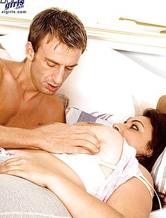 Вечером муж разбудил жену и трахнул в киску