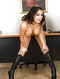 Стильная секретарша разделась перед начальником