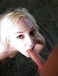 Блондинка берет в рот толстый хуец друга