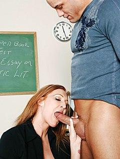 Горячий студент умело дал преподше в рот