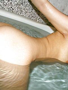 Японка с волосатой киской трахнулась в ванне