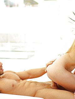 Спортивный мужчина трахает симпатичную девушку