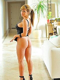 Красивая домохозяйка стянула с себя трусики