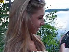 Русская студентка на природе страстно пошалила