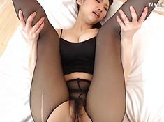 Парню нравится чулки фетиш с молодой азиаткой