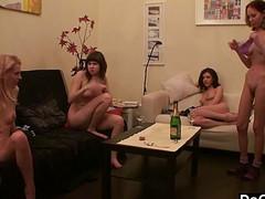 Секс вечеринка девушек полна страсти