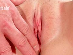 Самец руками доводит девушку до оргазма