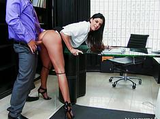 Загорелая секретарша трахнулась с боссом
