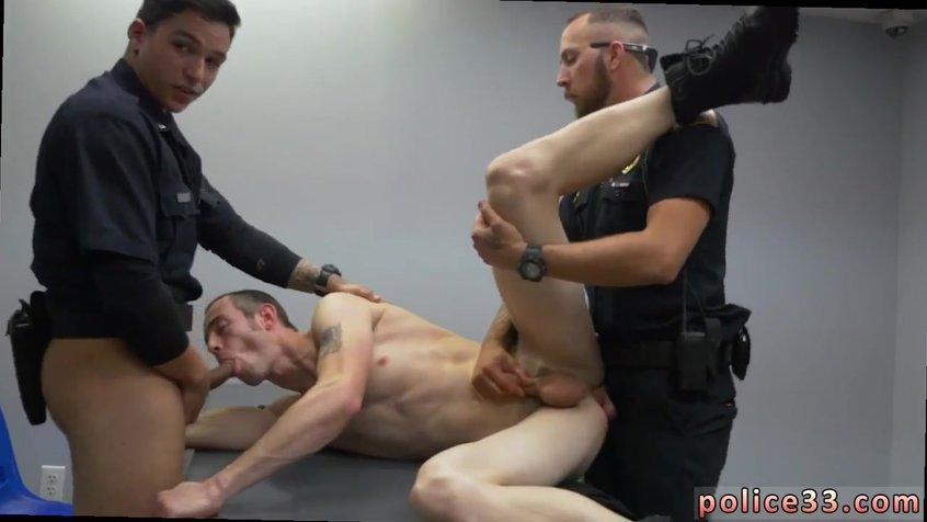 Гей порно во время деловой встречи парни выебали парня