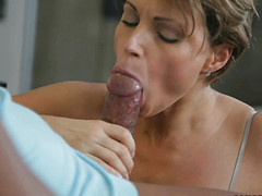 Домохозяйка изменяет, пока муж на работе