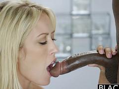 Большой черный член и блондинка для секса