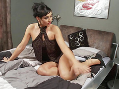 Замужняя тетка отмассировала письку до оргазма