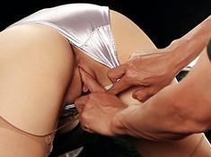 Азиатка дала приласкать киску мужику